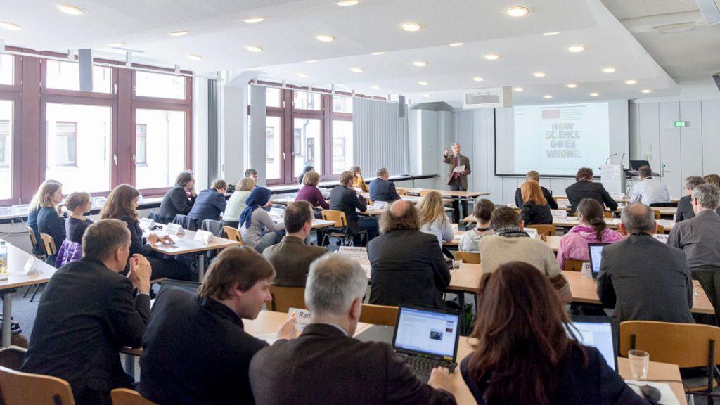 Die zukunft wissenschaftlicher kommunikationsweisen zbw mediatalk for Nc wirtschaftswissenschaften